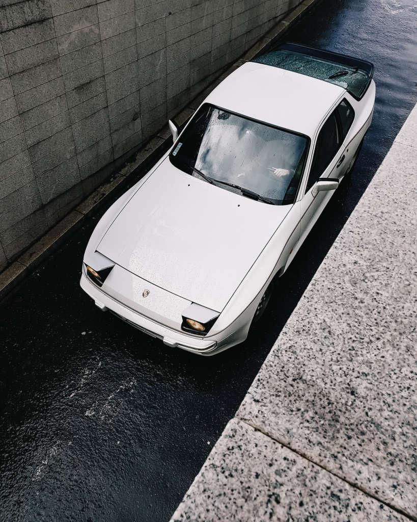 Porsche 944 Rothmans in white