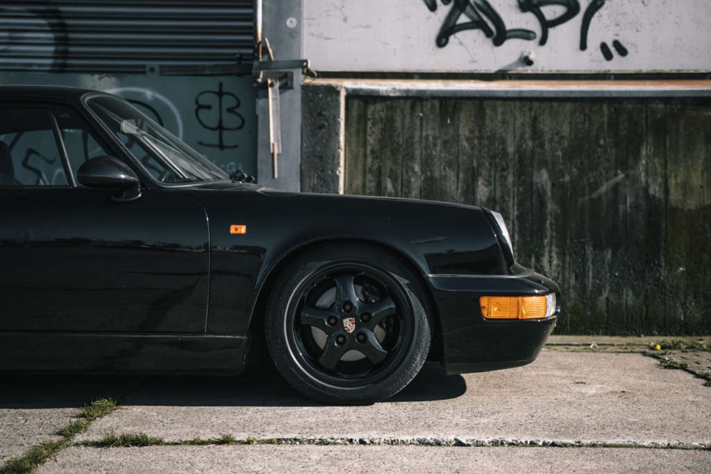 Porsche 964 Carrera 2 in schwarz