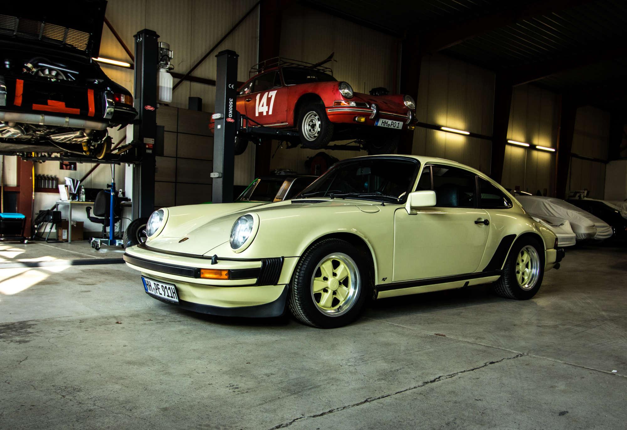 Porsche 911 Carrera 3.0 in gelb