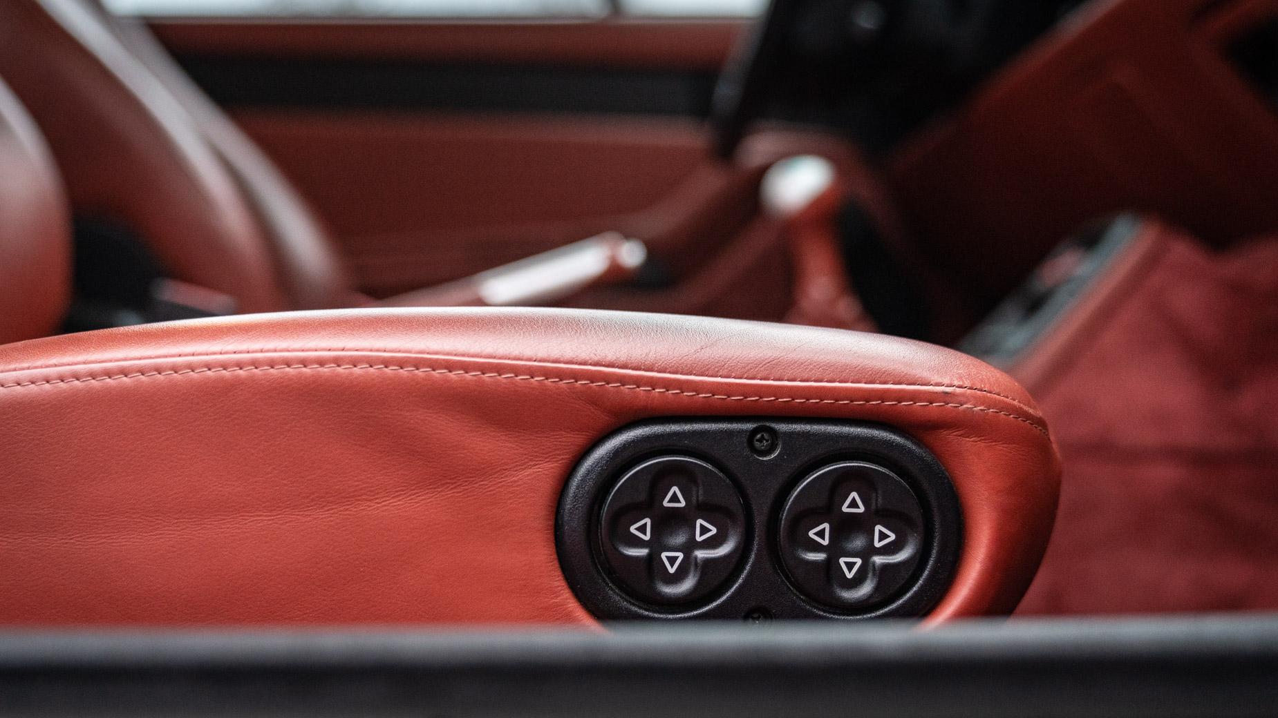 Ignition Classics Porsche 993 Carrera S electric seats