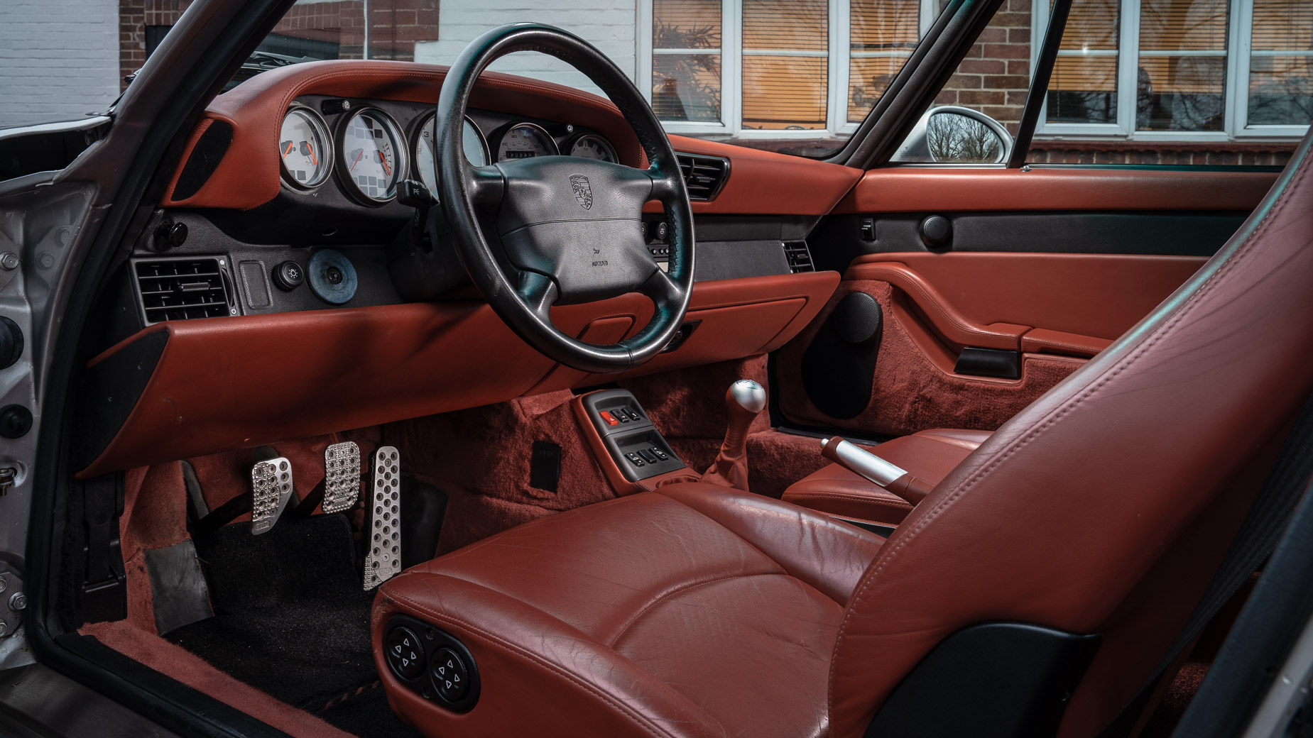 Ignition Classics Porsche 993 Carrera S interior