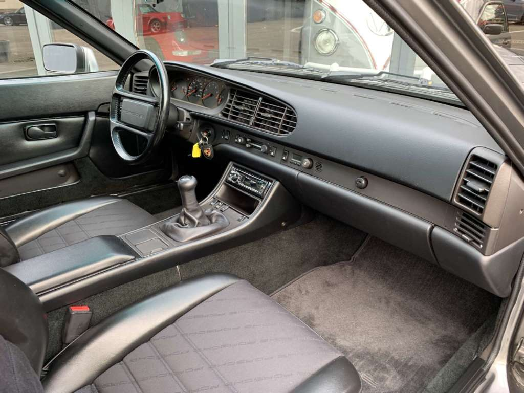 Porsche 944 S2 Japan import with Porsche Script seats