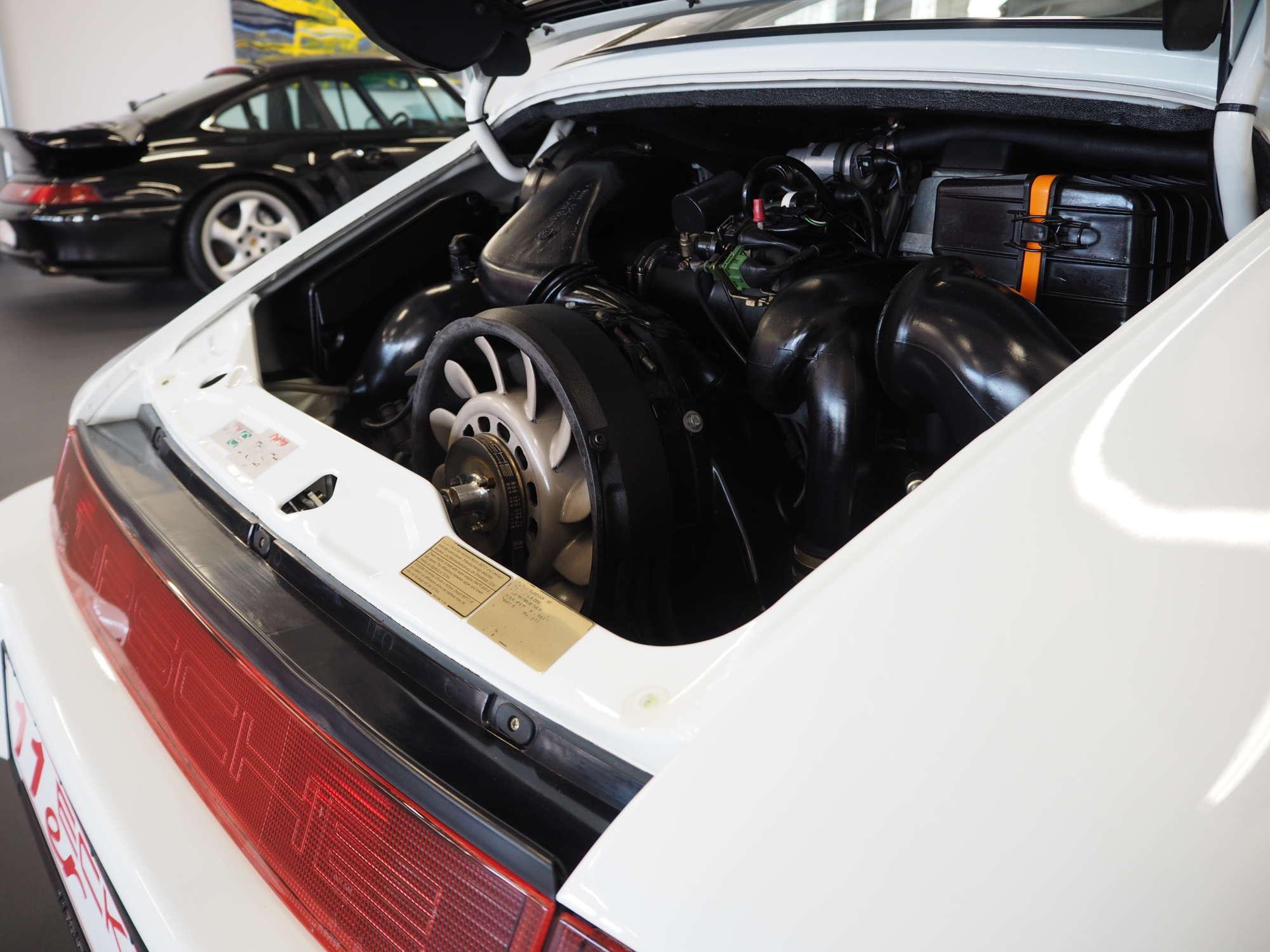 Porsche 911 Carrera RS 1992 engine bay Motorraum