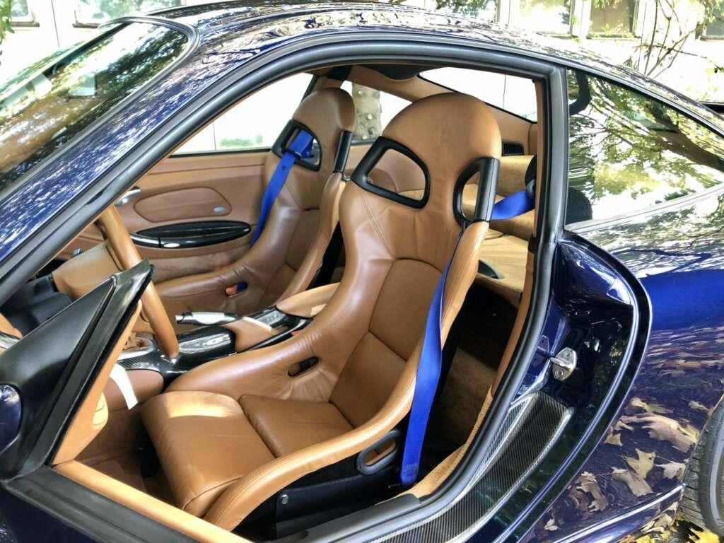 Porsche 996 GT3 blue seatbelts